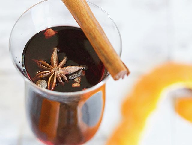 'Tis the season for CBD Mulled Wine!  Link in Bio: Read our special recipe and surprise your friends & family with a VERY special glass of CBD infused Mulled Wine for Christmas! 🎄🍷 #cbdmulledwine #cbdchristmas