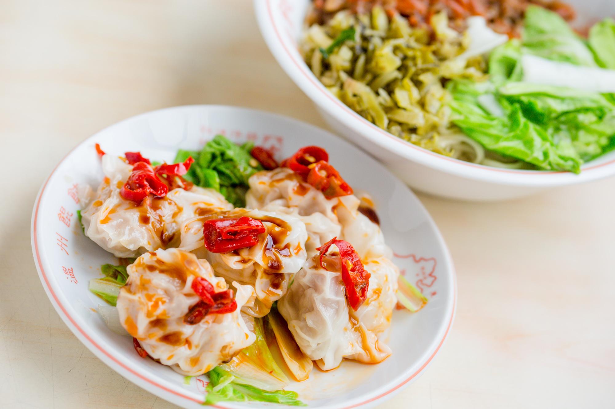Hセット=肉そぼろ乾麺+四川風ワンタン