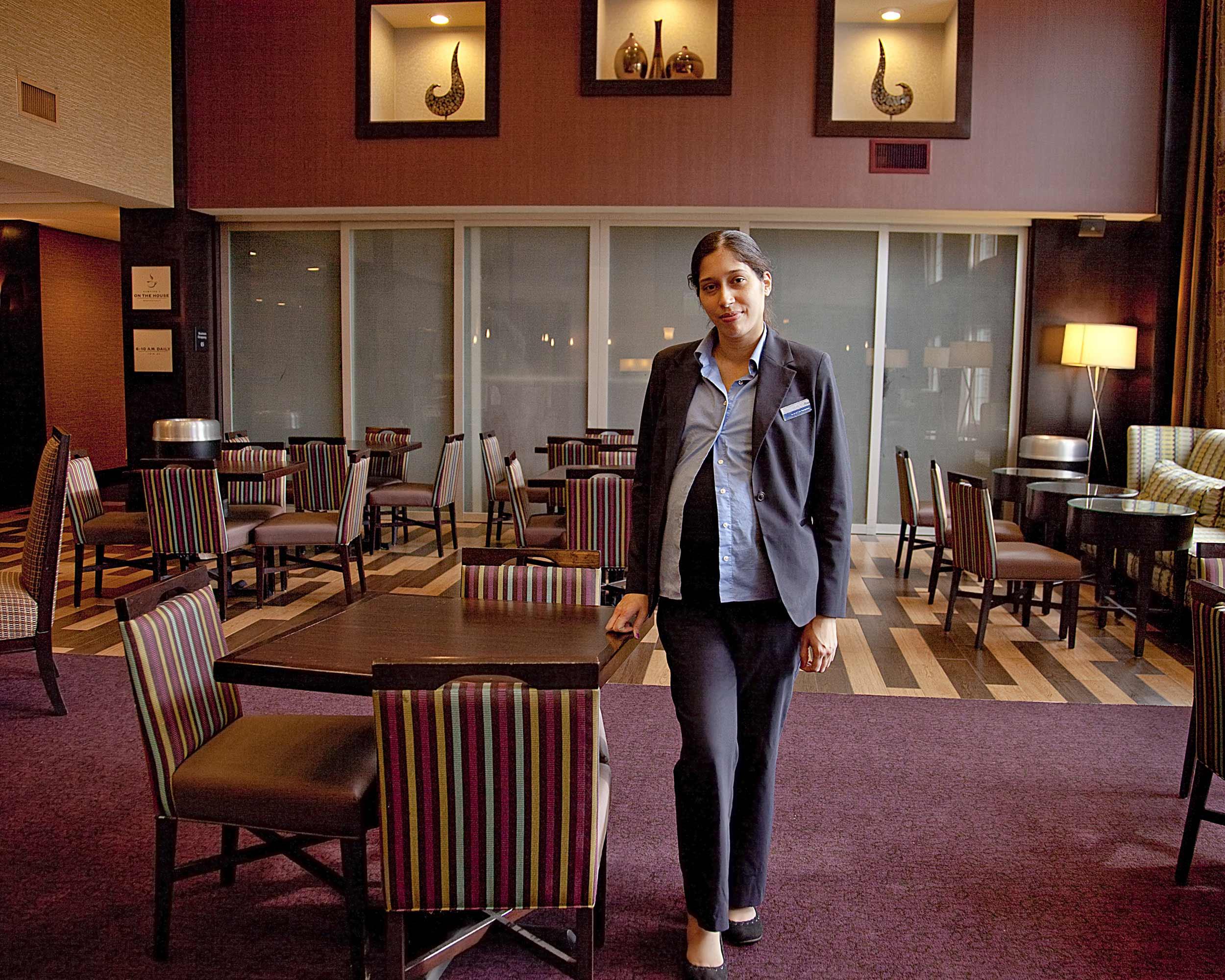 Lisa, Hotel Clerk - Mary Frey, 2012, © Mary Frey