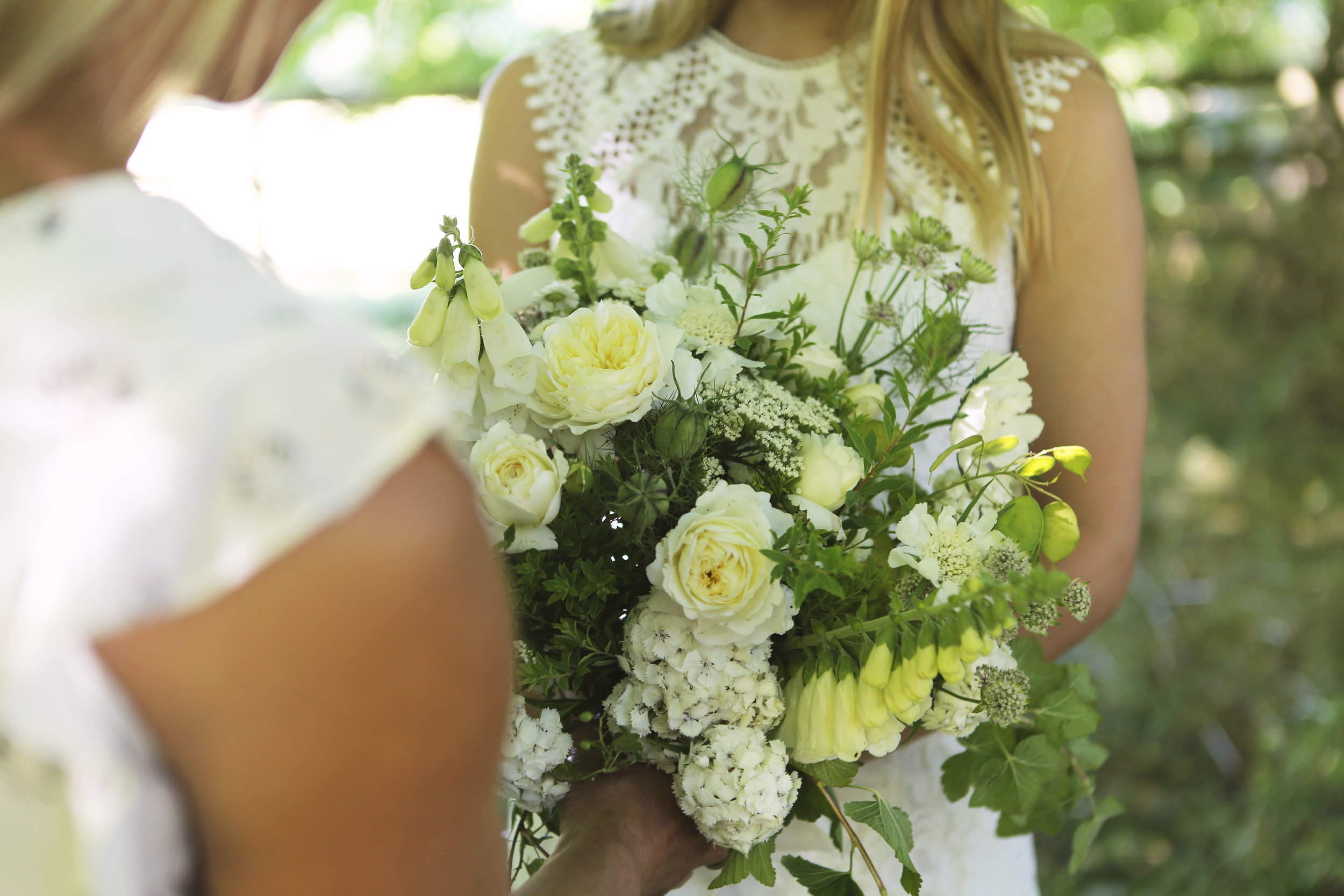 DIY Wedding Flowers workshop - This is a go-to workshop for DIY brides who would like to design their own natural, seasonal eco friendly wedding flowers.