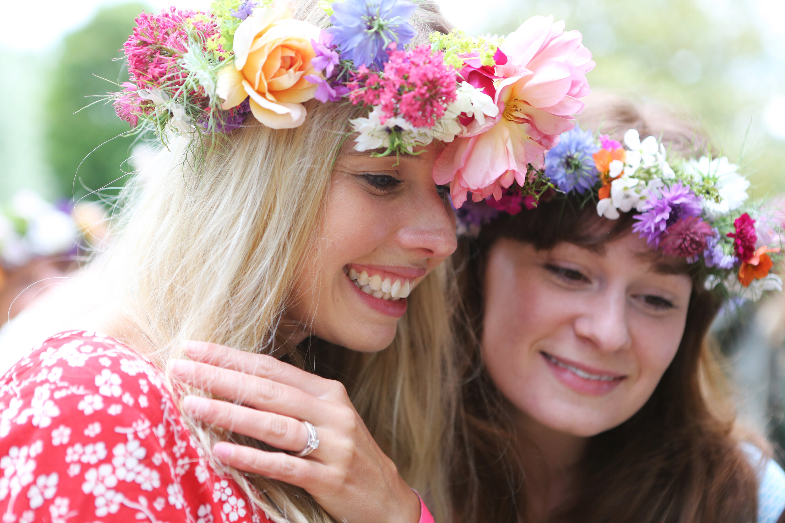 Cambridhe-flower-crown-parties.jpg
