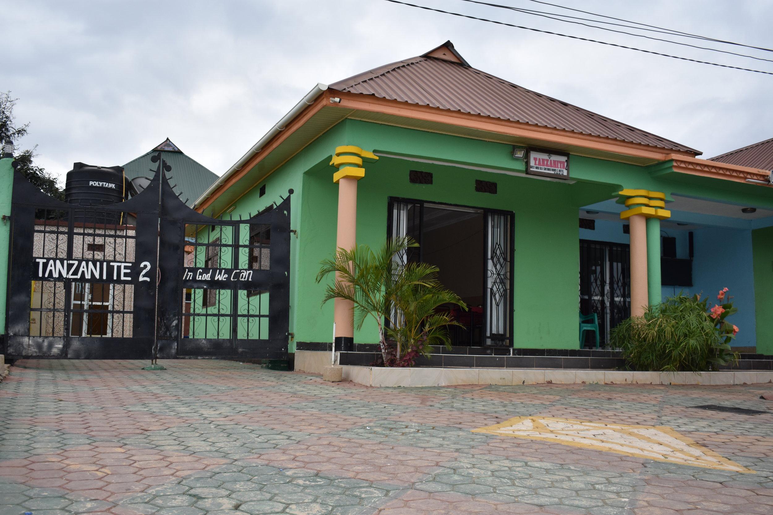 Das Tanzanite 2 Hotel in Makuyuni, Tansania (etwa 30min zu Fuß von der Schule entfernt)