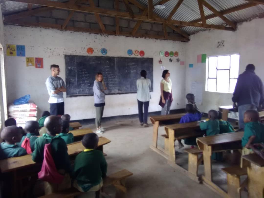Lehrer/in in Tansania werden.. - Falls Ihr Erfahrung habt wie man solche Lehrsysteme entwickelt oder einfach gerne mal an der Schule unterrichten möchtet, schreibt uns… wir brauchen immer Unterstützung!Mehr Erfahren