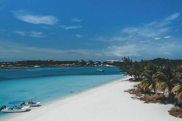 #exumabahamas ♥️🙏♥️ • • • • Tag us @ExumasExperience #ExumasExperience to be featured. 🌴#beachresorts #beachlifestyle #beachliving #tropicalisland #tropicalwayoflife #wanderlusters #travelismylife #wanderfar #wanderoften #wanderlife #wanderfull #travelexploring #travelingplanet #traveled #travelingram #travelbook #beachtravel #beachvacation #beachlife  #crystalclear #soakingthesun #carribean #bluesea #crystalwater #bluewater #blue #whitesand #carribeanlife 📷 @oxley_kamila 