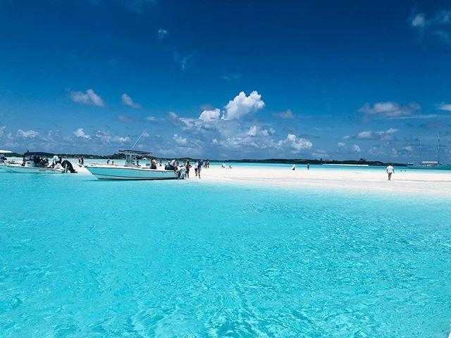 Exuma Sand Bar. 🌞🏖🌊🏝 . . . #exuma #bahamas #cristalclear #sand #soakingthesun #caribbean #caribbeansea #caribbeanlife #sea #beachtime #whitesand #ocean #bluesea #cristalwater #bluewater #sandbar #lifesabeach #beach #vitaminsea #picoftheday #bestplacestogo #blue #paradise #travelgram #travelphotography #travelblogger #travelling #tropical #sunny  📷 @chidolirolo