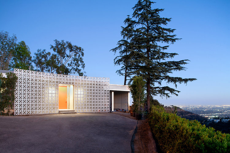 joe-jonas-house-exterior-zoom-f5bcb13a-f75b-4af2-aa1f-f978d9264b4a.jpg