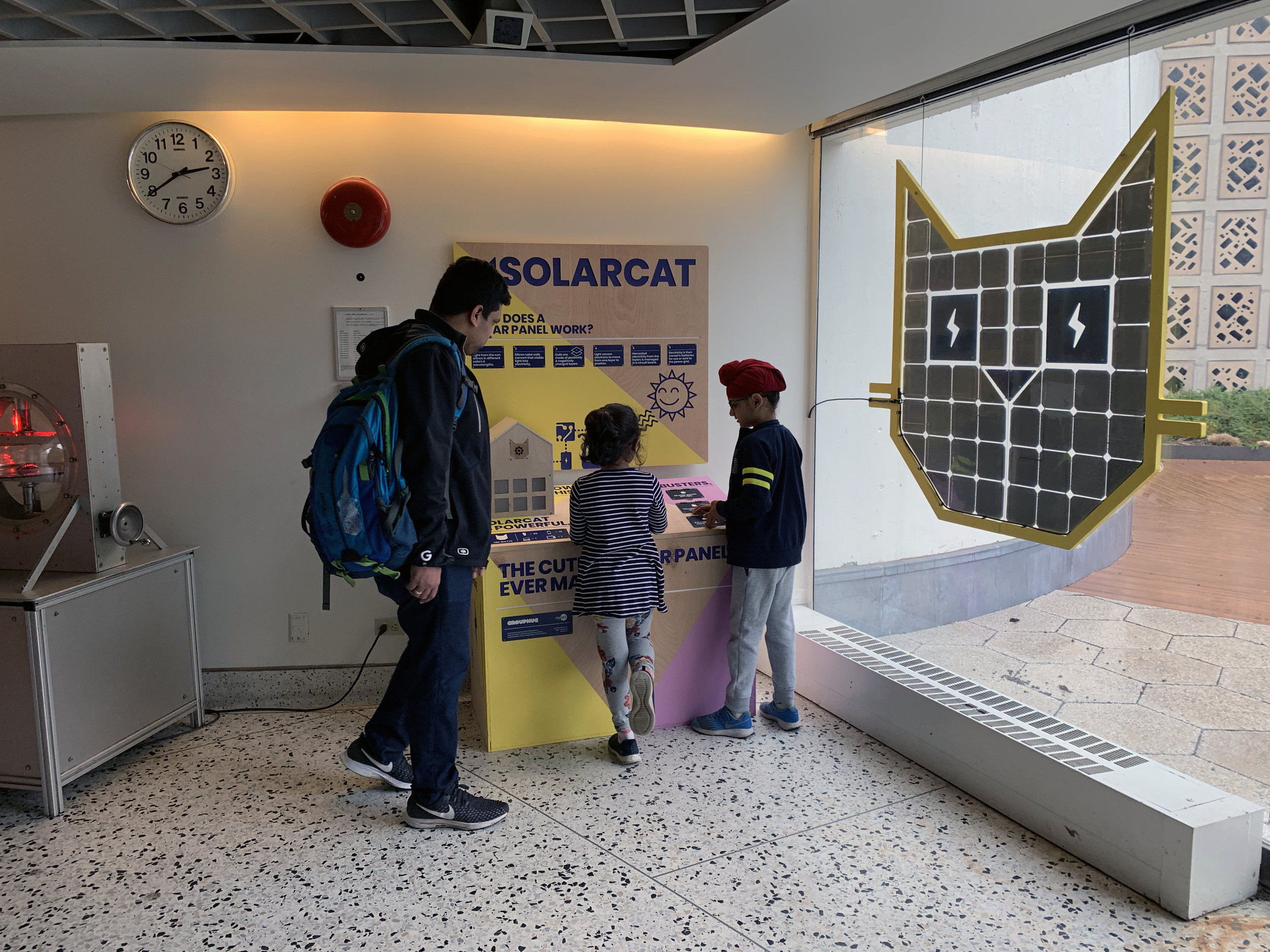Grouphug-SolarCat2.JPG