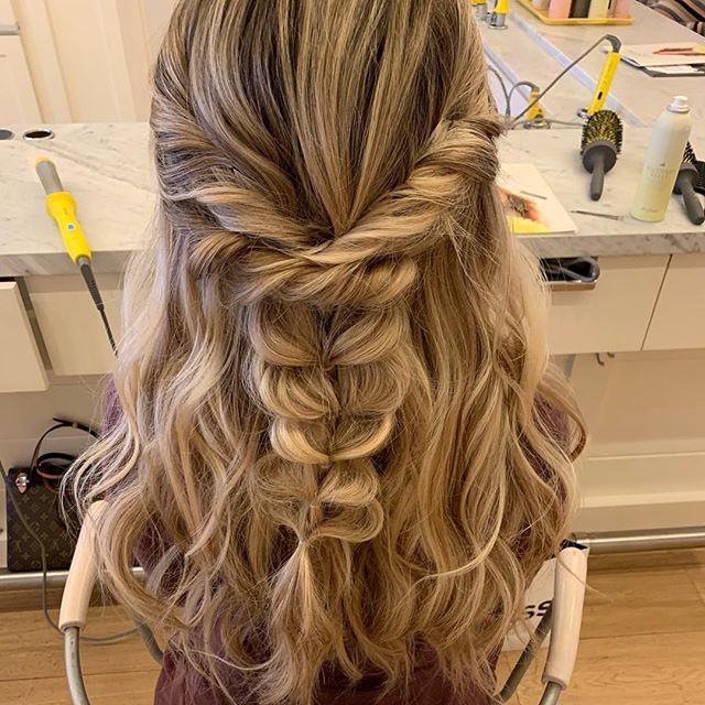I love these half up-do braids 😍💕 . . . #theblessedbride #theblessedbridemua #halfup #braid #whimsical #dfwhair #dfwmakeup #dfwmua #dfwweddings #dfwstylist #weddinghair #weddingmakeuo