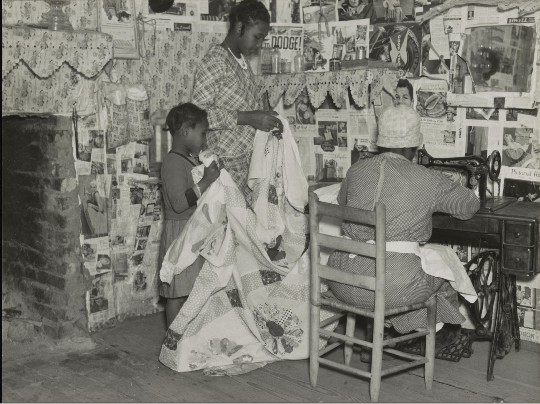 Lucy Mooney making a quilt with her granddaughters. Gee's Bend 1937. (Library of Congress)