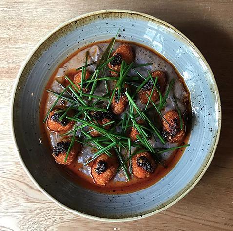 Homemade polenta, blue creole corn, shrimp and salsa macha. Photo IG @cancancdmx