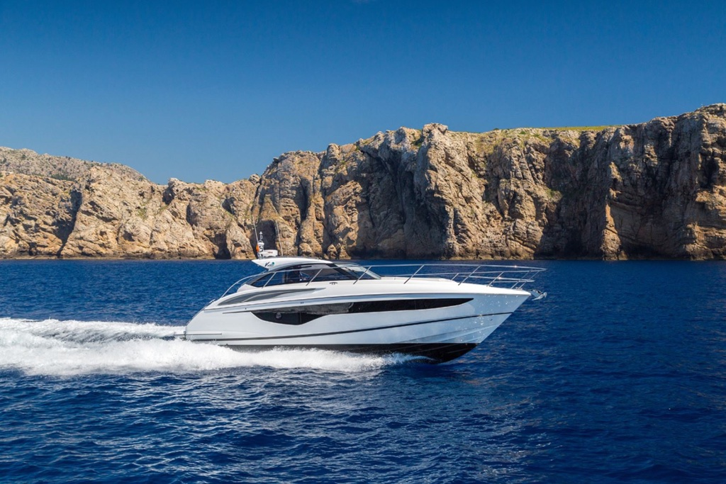 Princess V40 - The new V40 showcases the all-new dynamic exterior and the voluminous interior space of the V Class Range. Progressive lines demonstrate the new port light window which runs almost the entire length of the hull, flooding the saloon and cabins with light.