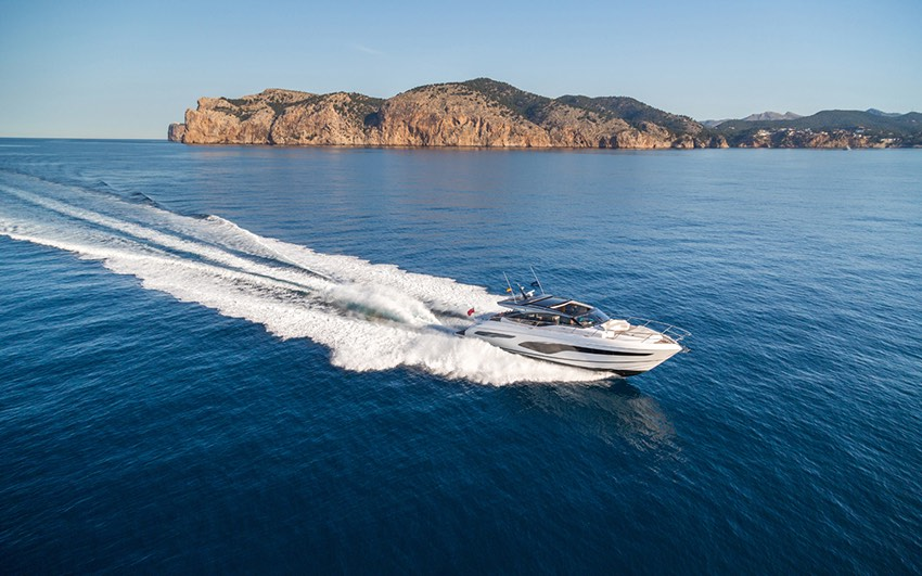 V CLASS - TAKE THE HELM AND THE VARIABLE GEOMETRY OF THE DEEP-V HULL ASSUREDLY TRANSLATES ANY SURGE OF POWER INTO TAUT HANDLING.