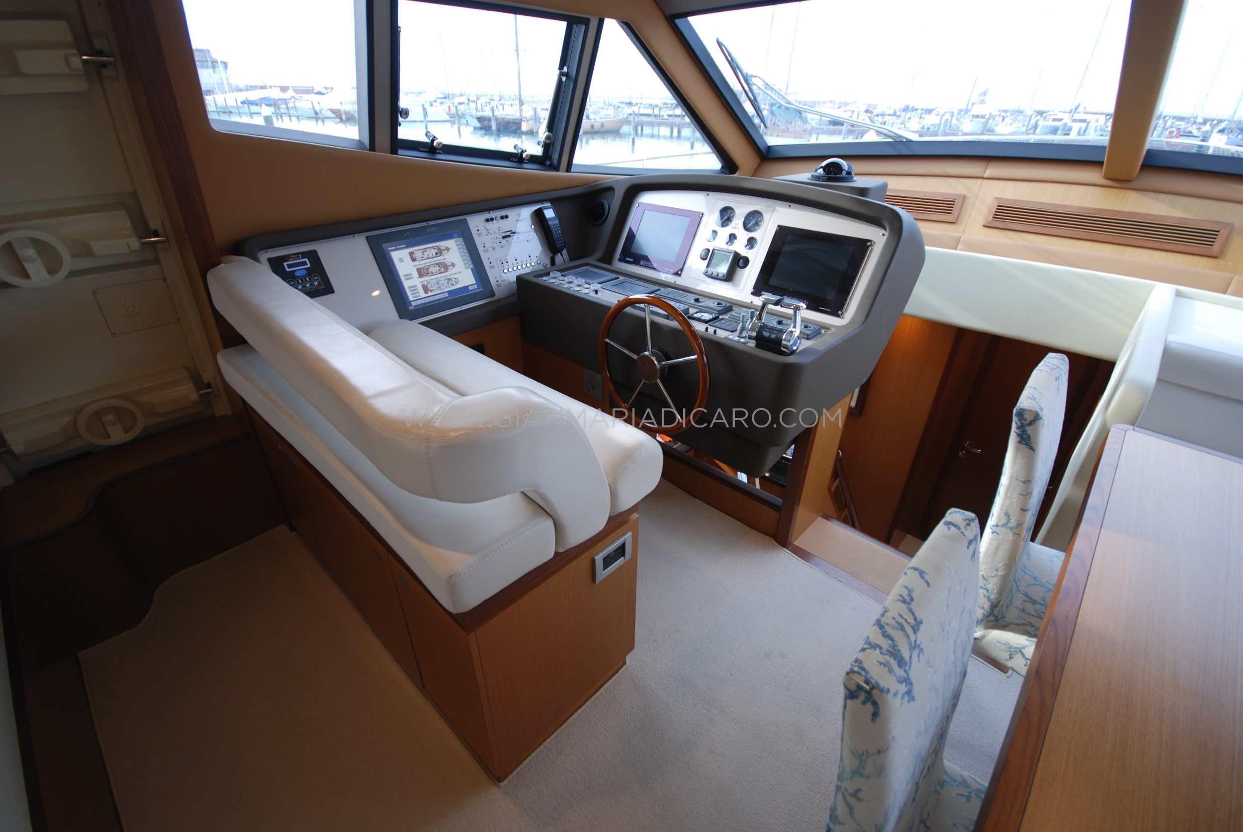 ferretti-altura-690-okabe-for-sale-10.jpg