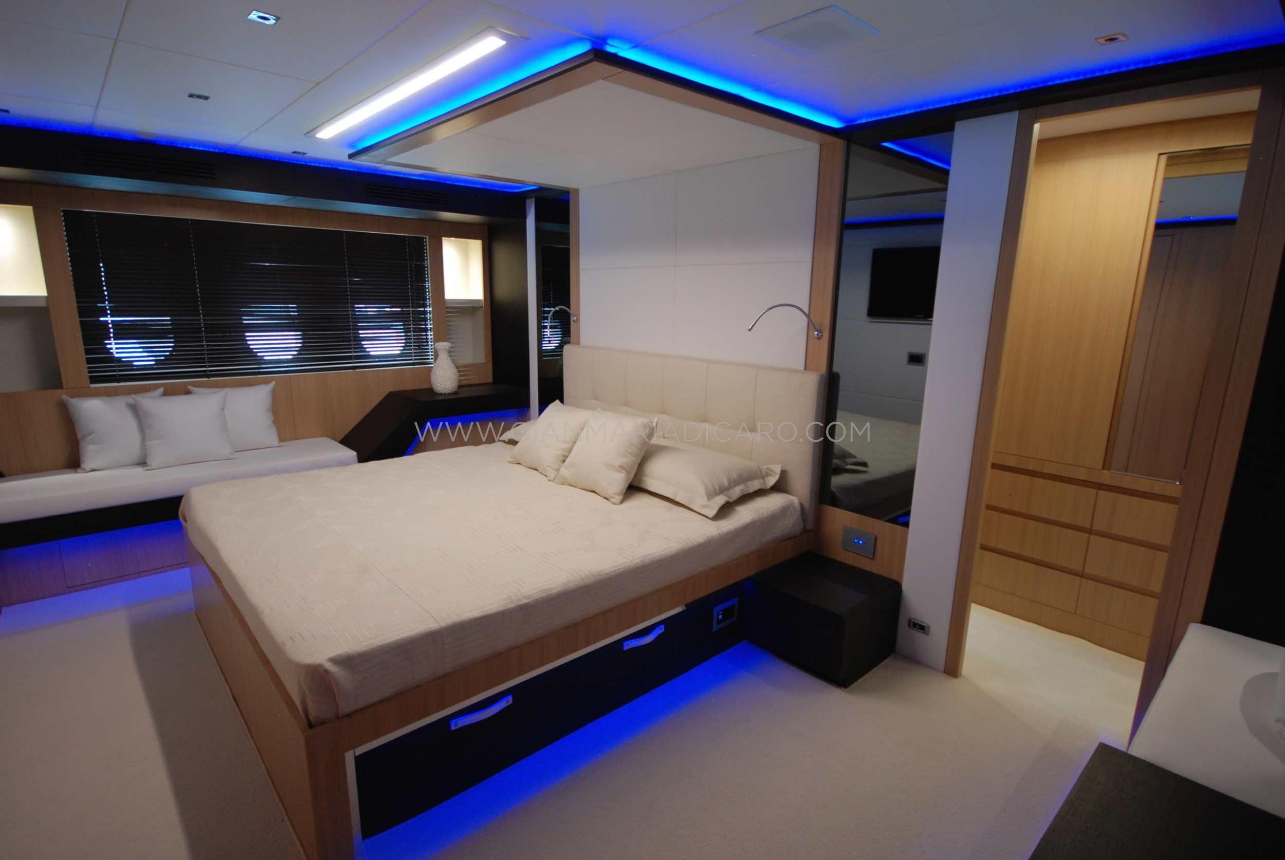 italian-yachts-jaguar-80-miss-11-for-sale-19.jpg