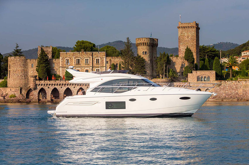 Princess F49 - The first Princess flybridge with the IPS pod drive system, the new Princess 49 is in a class of its own.This unique model combines easy handling with the additional living space enjoyed by many of the Princess flybridge models. Panoramic windows and generous seating create a bright space for entertaining, while below decks accommodation includes beautifully appointed full beam stateroom plus two further cabins for guests.