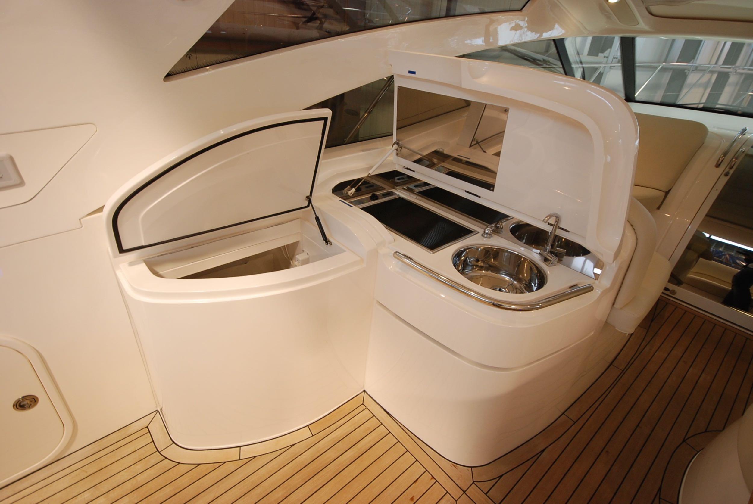 princess-yachts-v58-maestro-di-vita-for-sale-7.jpg