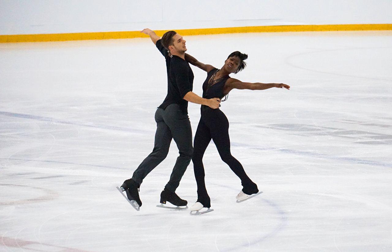 Vanessa James and Morgan Cipres skate their short program at Autumn Classic International 2018 (   Photo credit: Yogeeta   )