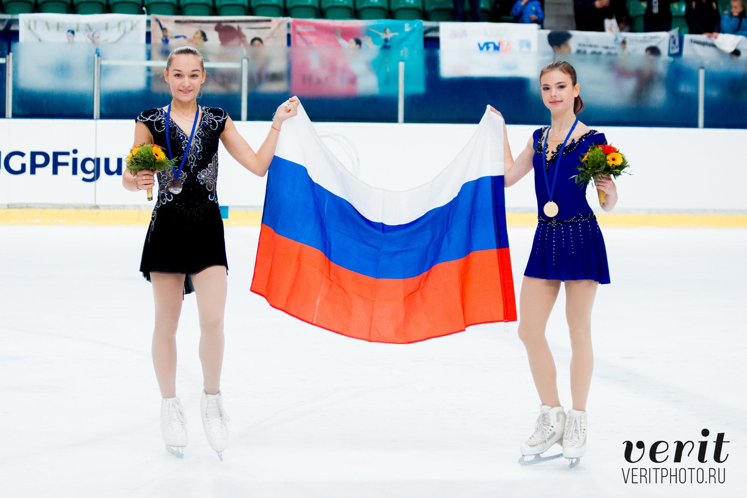 Anastasia Tarakanova and Anna Tarusina at the victory ceremony (   Photo credit: Verit   )