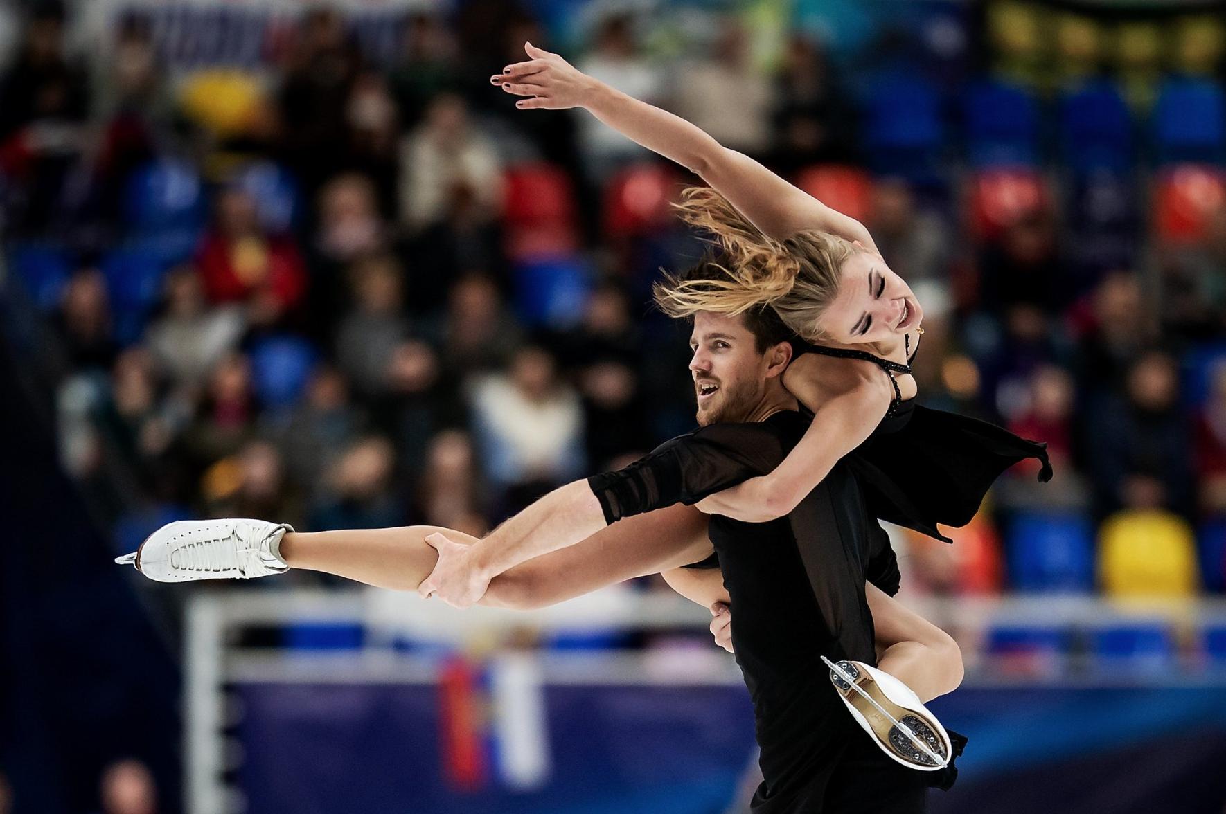 Alexandra Stepanova and Ivan Bukin (RUS) perform their Free Dance at Rostelecom Cup 2018 ( source )