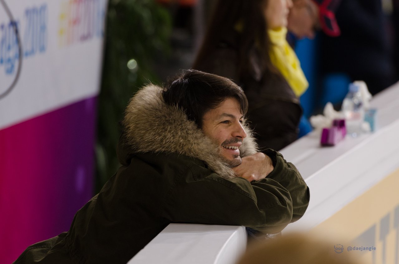 Stéphane Lambiel board-side at Internationaux de France 2018 practices (   Photo credit: Clara   )