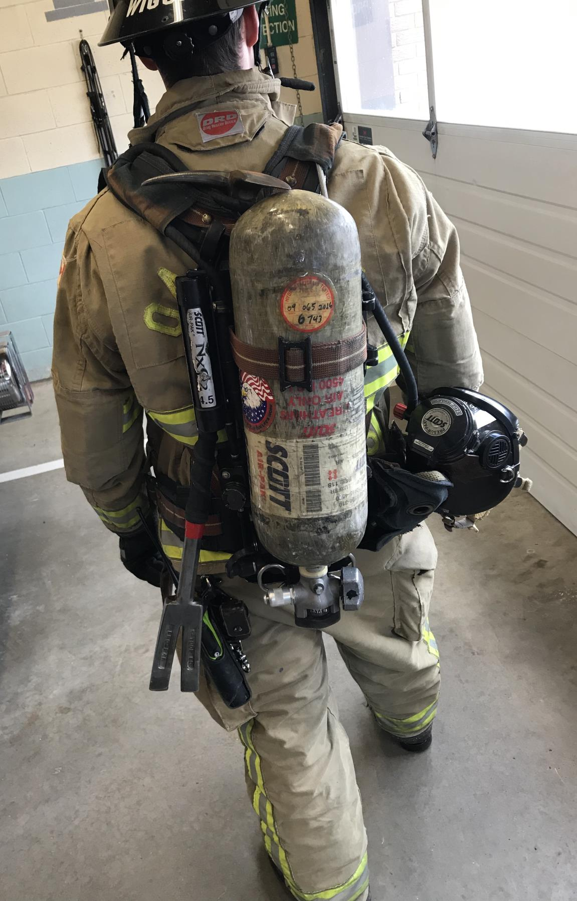 firefighter Halligan Carry__fully stored.jpg