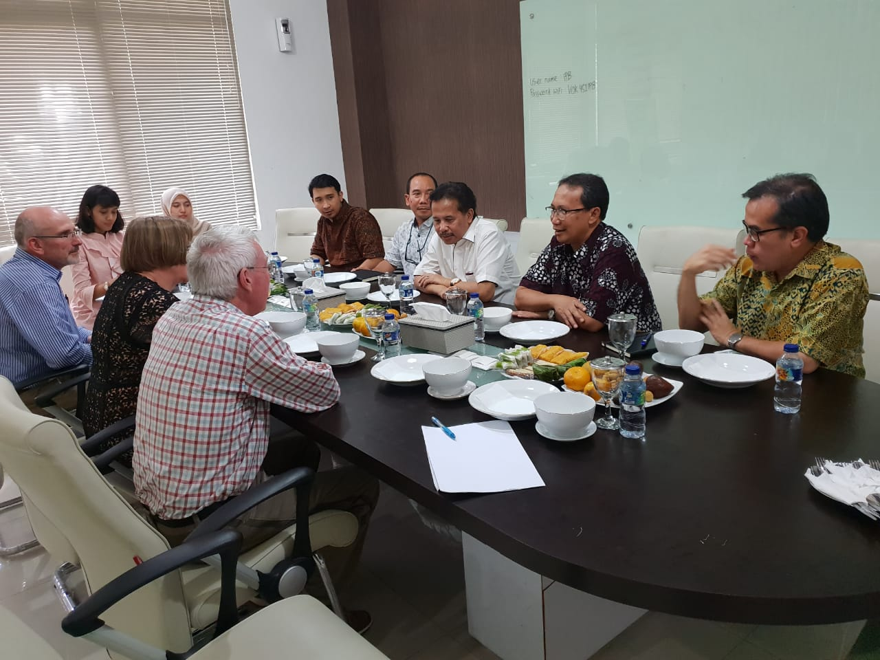 University of New England delegation VC Professor Annabelle Duncan and PhD.I program coordinator Dr Philip Thomas discussing current and future collaborations with Bogor Agricultural University representatives Professor Iskandar Z. Siregar (Director for International Program), Professor Agus Purwito (Vice Rector for Resources, Planning & Finance), Dr Arief Daryanto (Dean - School of Vocational Sciences), Dr Wawan Oktariza (Vice Dean), and Mr. Adhitya Rahmana.