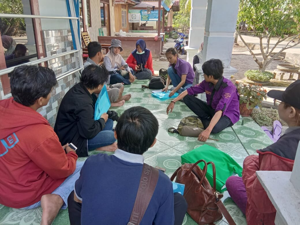 Enumerators and householders during data collection in Riau, September 2019.