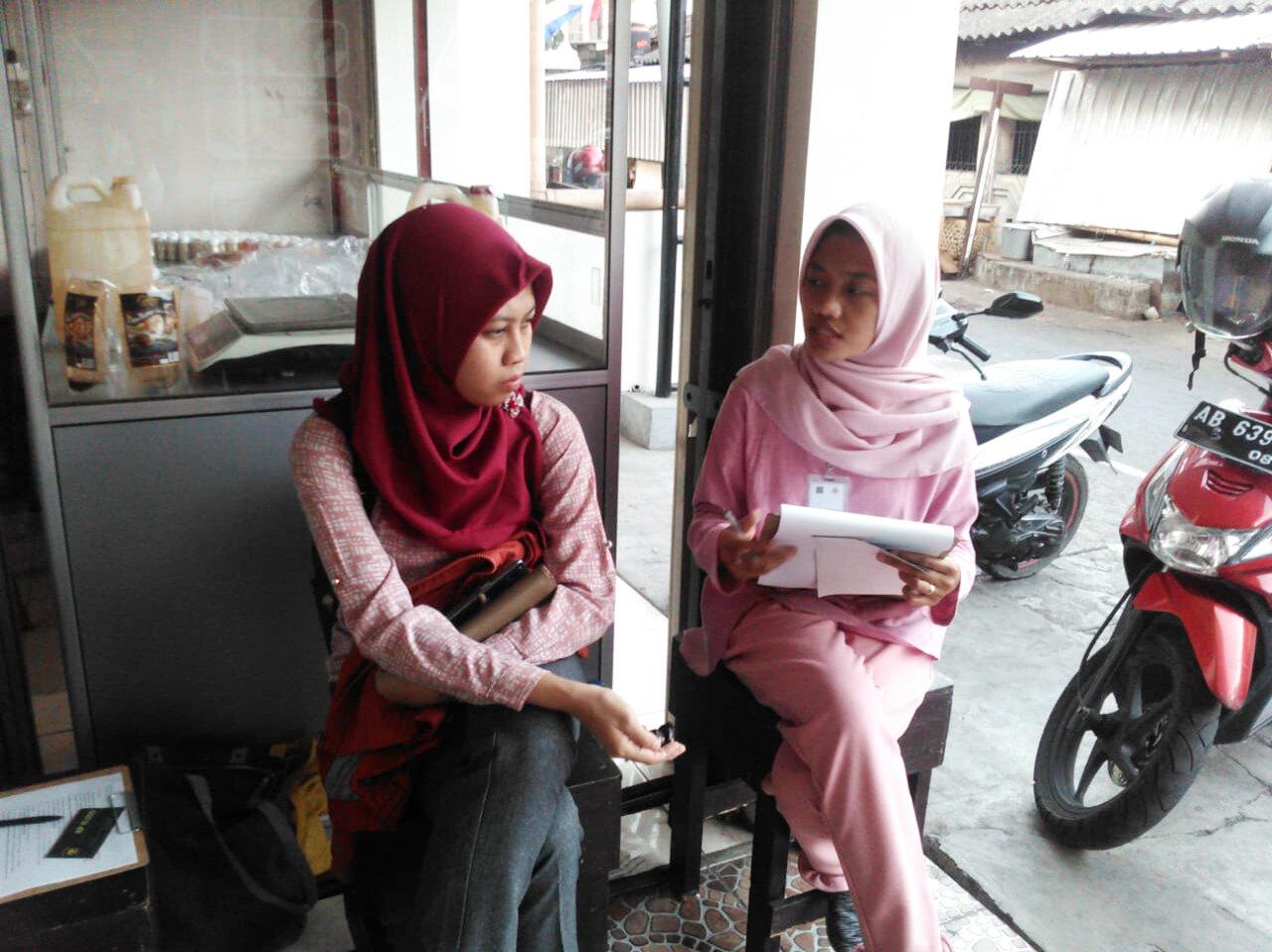 Enumerators have been working with Tian to complete consumer interviews in Jogyakarta.  Photo: Tian Jihadhan Wankar