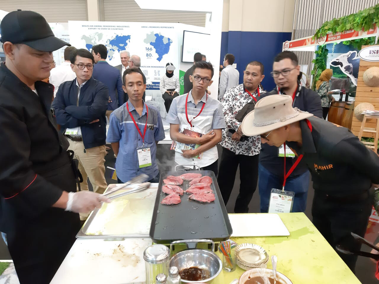 'Lamtoro beef' tasting was very popular with conference delegates.  Photo: Tanda Panjaitan