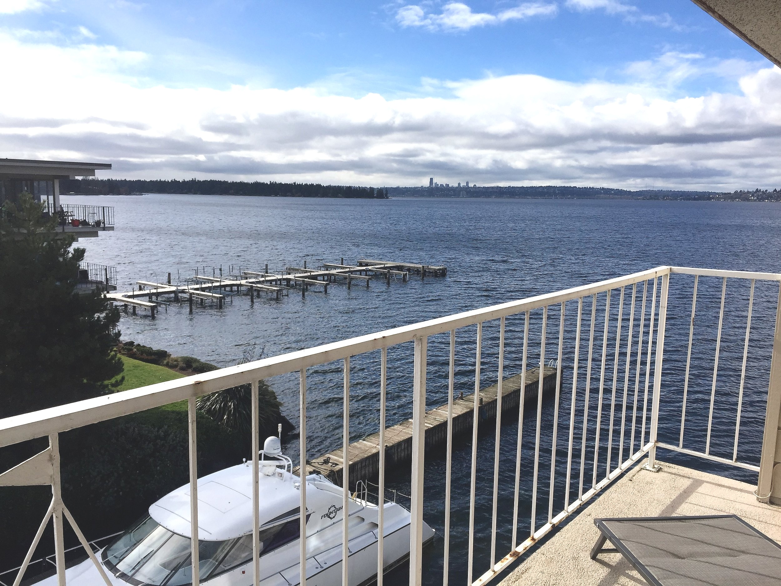 1 BEDROOM 1 BATH - APPROX 700 SQ FT - TOP FLOOR SUNNY SOUTH SIDE WITH SPECTACULAR VIEW OF THE LAKE ~COMPLETELY UPDATED AND REMODELED !~COVERED PARKING WITH ELEVATOR IN THE BUILDING ~ SORRY NO PETS ~ AVAILABLE 3/1/2019    Call Laura at Laura Westlund Realty Inc 425-827-6676