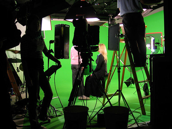 """VFX Package - $150/day - 12x12 digigreen fabric12x12 digiblue fabricGreen Vinyl FloorGreen full suit & glovesBlue top & glovesExtra green materialExtra blue materialGreen and blue 2"""" tape10x10 frame for edgeless wrapping"""