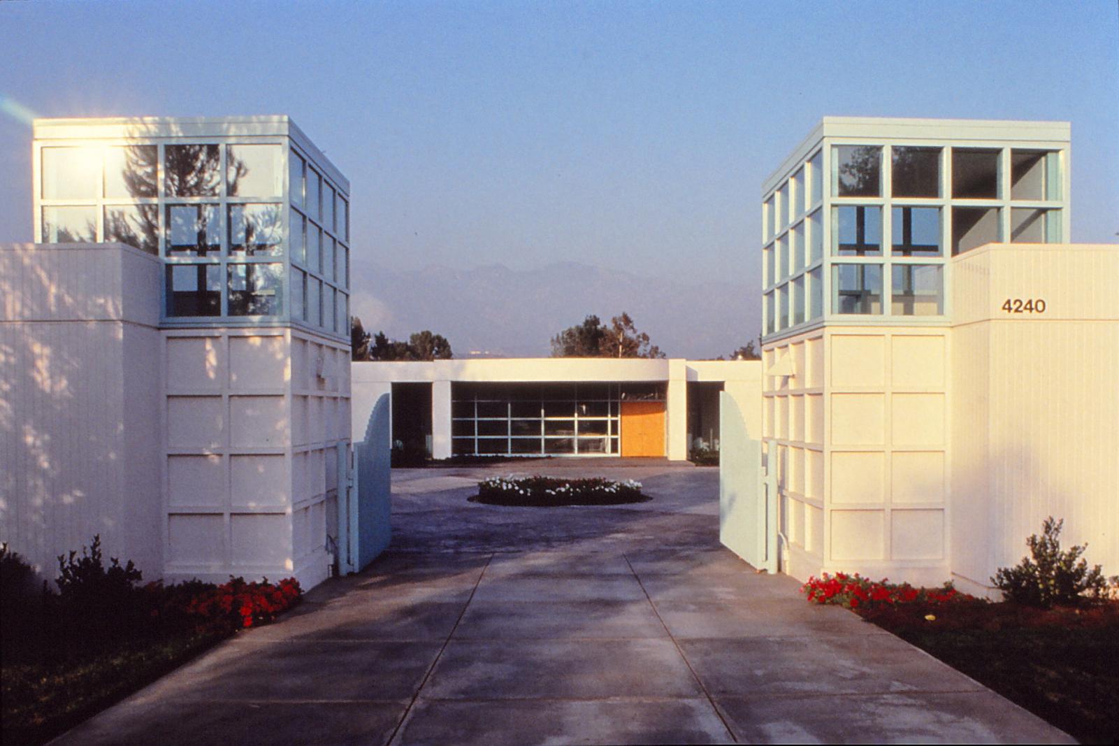 H'n:entry gate copy.jpg