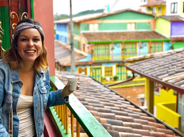 Wishing you all sweet Sunday vibes! 🌈 if you need a reason to smile remember the world has whimsical places like Guatapé, Colombia waiting to be explored. Also, coffee. Our world has coffee 😋 • • What's making you smile today? • • #babeswhowander #getoutside #sheexplores #traveldreamseekers #earthbelowgirls #girlsvsglobe #travelwomen #weareoutlatinas #exploremore #travelherway #colombiaismagicalrealism #guatape #travellikeagirl #livecolorfully #anxietywarrior #globewanderess #thetravellerwomen #girlsborntotravel #adventurethatislife #roamearth #wondermore #mytravels #earthbelowgirls #darlingescapes #sheloveswandering #sheisnotlost #smile