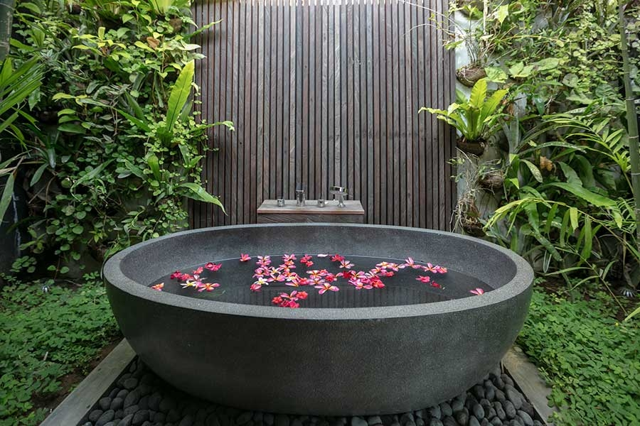 gorgeous-luxury-stone-bath-outdoor-bathroom-ubud-bali-resorts.jpg