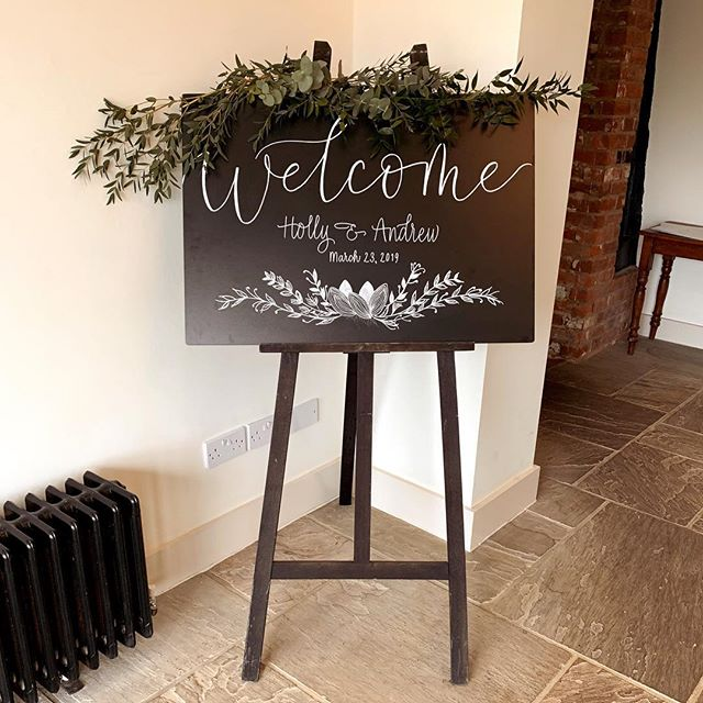 A simple welcome ♥️ ❧ ❧ ❧ ❧ ❧  #pointedpen #calligraphy #lettering #handlettering #letteringdaily #calligrapher #modernscript #handmade #thegoodtype #ukcalligraphy #kentcalligraphy #surreycalligraphy #weddinginspiration #barnwedding #countrywedding #rusticwedding #weddingwelcomesign #welcomesign