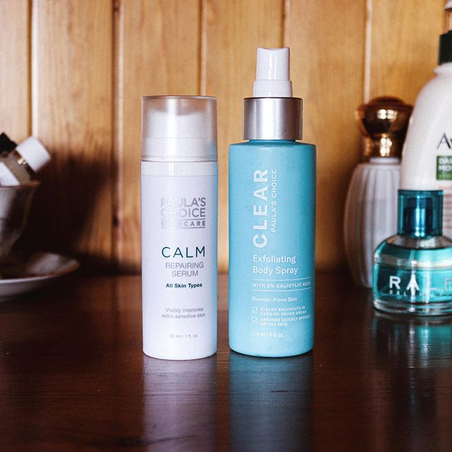 On our shelf, for when our skin decides to flare up : @paulaschoiceuk ⋆ Calm Serum - I'm lucky enough to not need this often, but have found this soooo soothing & healing when I've had red, sore skin. Mum is experiencing some kind of reaction, I've passed this onto her, 🤞 ⋆ Exfoliating Body Spray - 🧔🏻 has acne on his back. Consistently red, nothing has helped him. But this, on the other hand, has helped A LOT. Within a week of use a huge difference was seen. His back hasn't cleared completely (he doesn't use this consistently) BUT there is barely any redness and very rarely are the spots cystic. Really impressed! ⋆ What are your go-to soothers? ⋆ ⋆ ⋆ ••••••••••••••••••••••••••••••••••••••••••••••••••••••••••••#byrdiebeauty #skincarediary #skincarecommunity #skincarejunkie #365inskincare #itgtopshelfie #discoverunder1k #discoverunder5k #intothegloss #skincareroutine #beautybloggersuk #dailyroutine #dailyinspiration #topshelfie #paulaschoice #whitewednesday