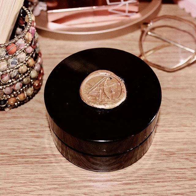 Just shipped my @deviantskincare CC to Mother since her skin is in need of some TLC. Will definitely repurchase this at some point. It's a beautiful balm to oil.  I absolutely love the packaging so I'm using it to House my everyday jewellery 😍🖤 Do you re-use your packaging for homeware ? What's your fave repurpose? ? ⋆ ⋆ ⋆ ⋆ •••••••••••••••••••••••••••••••••••••••••••••••••••••••••••••#skincareingredients #byrdiebeauty #skincarediary #skincarecommunity #skincarejunkie #365inskincare #itgtopshelfie #discoverunder2k #discoverunder5k #discoverunder10k #intothegloss #instabeauty #topshelfie #beautybloggersuk #shelfie  #hypebaebeauty #repurpose #packaging #sustainableliving #deviantskincare #indiebrands #tgif #fridaymood