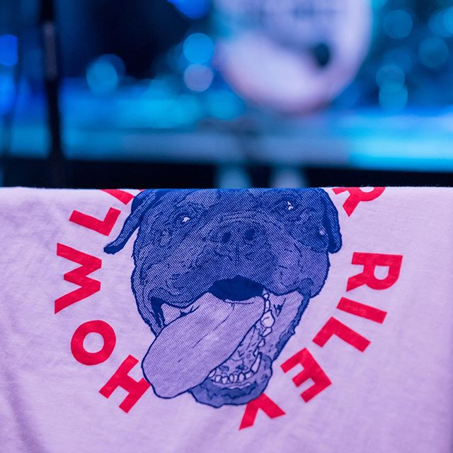 We printed and designed tees for Howlin' For Riley's debut gig 🤟🏻 Here's one draped over the barriers! Cracking first gig⚡️⚡️ . . #bandmerch #merch #tees #printedtees #screenprint #print #handprinted #howlinforriley #bobcatprintco #screenprinting #handpulled #livemusic #gig #illustration #halftone #dog #rottweiler