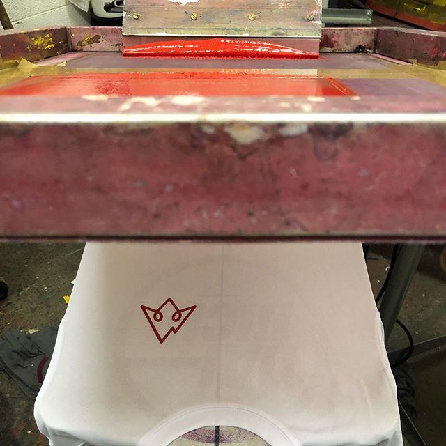 Neat left chest prints onto some AWDIS sport shirts! 👌🏻👌🏻 . . #screenprinting #print #screenprint #logo #logoprint #handpulled #handprinted #printlife studio