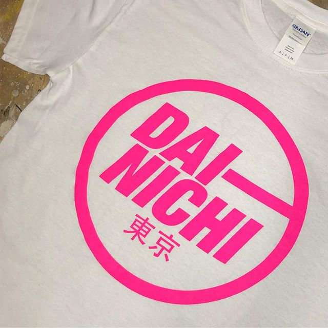 ❤️❤️👌🏻👌🏻 love these Dai-Nichi tees! 4 different colour ways but love the fluro pink!! Catch them this week on tour with The Chesterfields! . . #dainichi #merch #printing #merchprinting #screenprinting #prink #fluropink #thechesterfields #tour #tourmerch