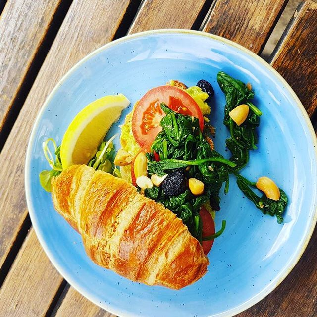 Vegan posh Croisant #vegan #veganrecipes #veganbreakfast #foodie #golbornemarket #brunch #golbornedeli #london #breakfast #saturday