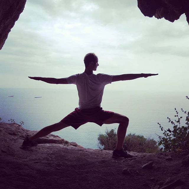 Gibraltar definitely has the views! Today I had a class cancelled and decided to walk the med steps. I walked up quickly and after some #pranayama on the top, the feeling is amazing! 😁  #yogawithaview #medsteps #gibraltaryogi #yoga #virabhadrasana #warrior #gibraltar #breathmf #caveman #worldofyoga_feature #yogaeverywhere #yogagoodvibe