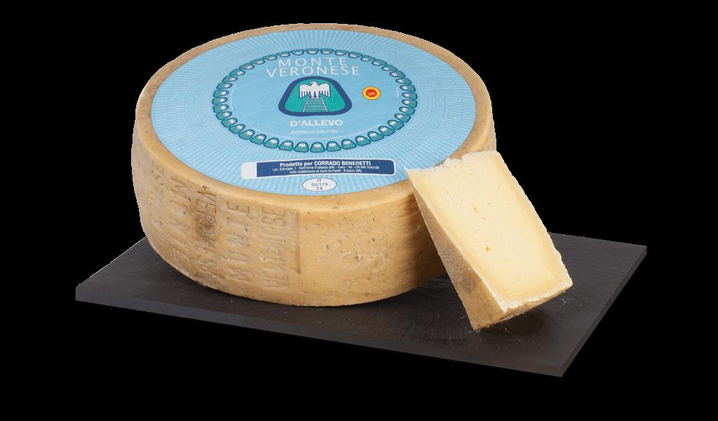 Monte Veronese D.O.P d'allevo - Kravský sýr z polotučného mléka