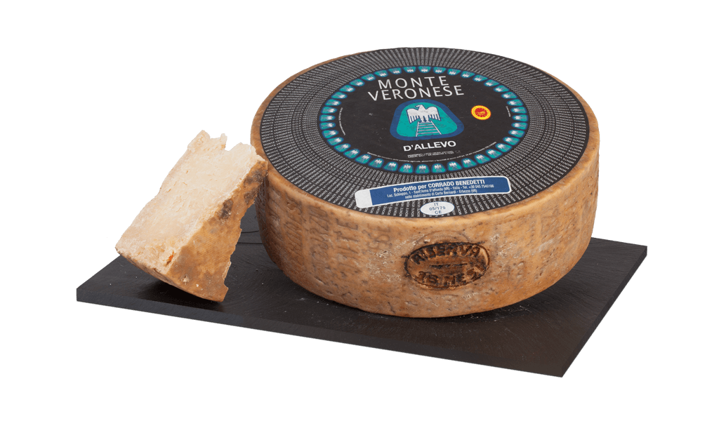Monte Veronese D.O.P Slow Food - Kravský sýr z mléka krav pasoucí se od května do září v horských pastvinách