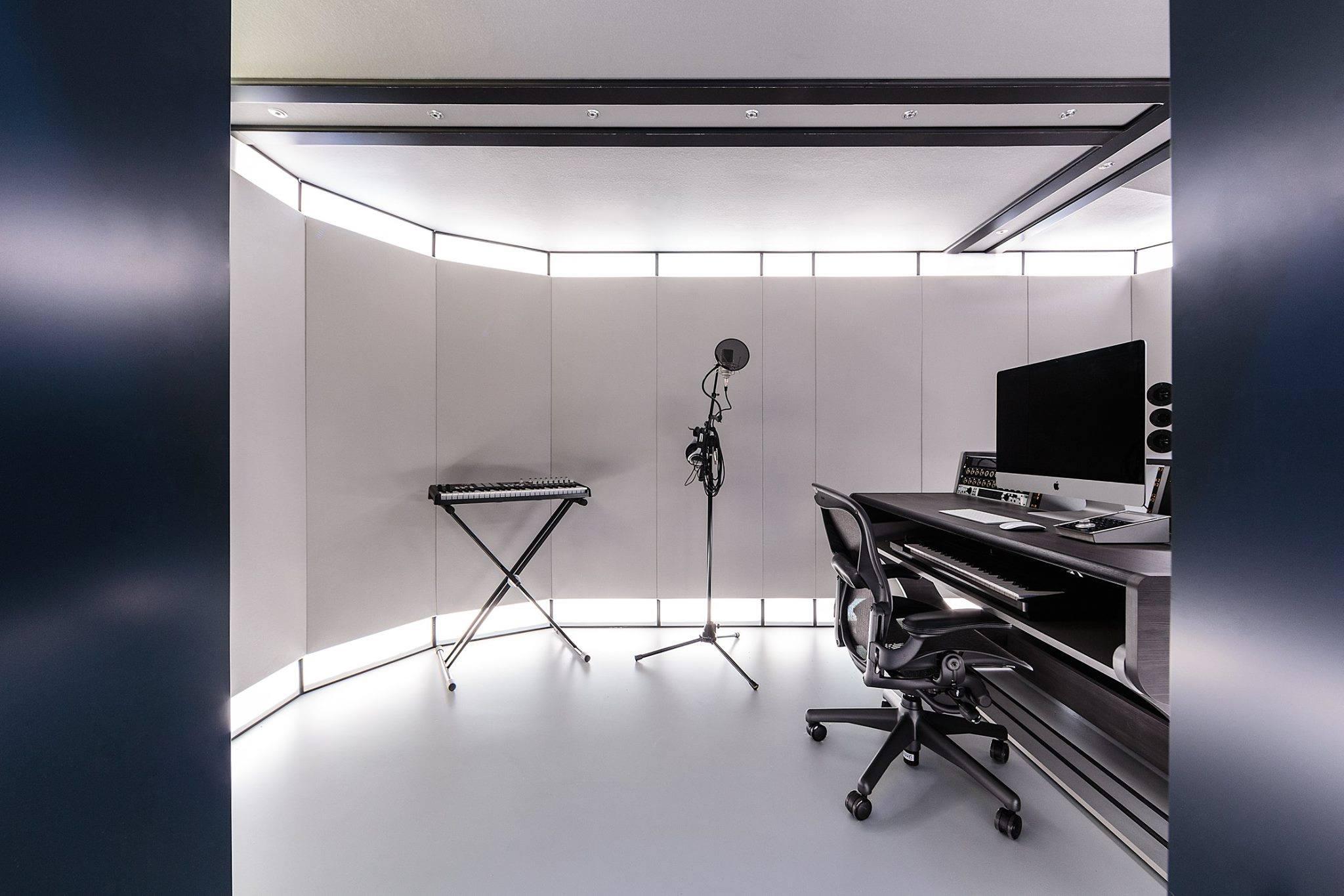 Full Monty Studio 5.jpg