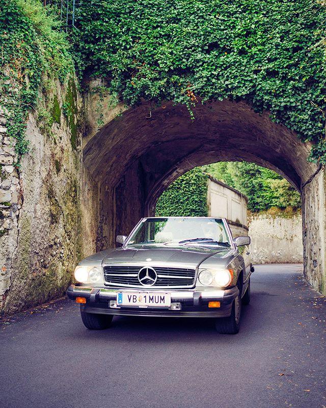 Driving through the streets of #bellagio . . . . #roadtrip #roadtripdiary #timetraveler #x1d #travelbloggeraustria #igersaustriaontour #roadtripping #mercedesclassic #mbfanphoto #mbclassic #oldbenz #drivetastefully #travelwithstyle #cartravel #carroadtrip #mbroadtrip #classiccartravel #r107 #mercedessl #takemethere #dametraveler #roadtripcouple #travelgirl #timetravelgirl #mercedesgirl #shesmercedes #lakecomo #ig_italia #lakecomo
