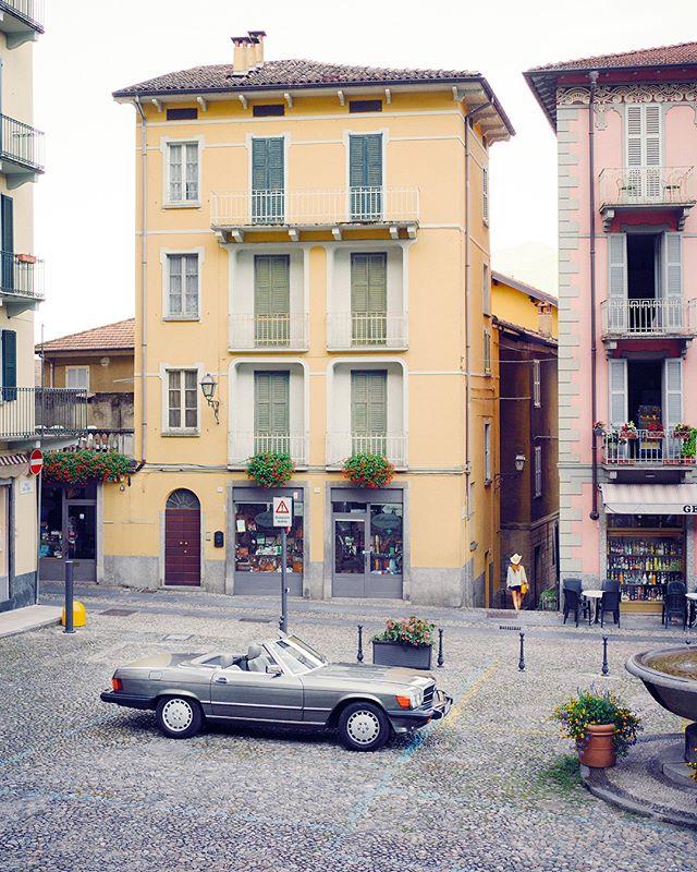 Exploring #bellagio . . . . #roadtrip #roadtripdiary #timetraveler #x1d #travelbloggeraustria #igersaustriaontour #roadtripping #mercedesclassic #mbfanphoto #mbclassic #oldbenz #drivetastefully #travelwithstyle #cartravel #carroadtrip #mbroadtrip #classiccartravel #r107 #mercedessl #takemethere #dametraveler #roadtripcouple #travelgirl #timetravelgirl #mercedesgirl #shesmercedes #lakecomo #ig_italia #lakecomo
