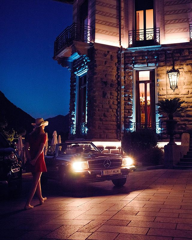 Nightdrive Start 🌃 Wish you all a nice weekend. Meanwhile we are getting ready for the next trip with the whole Timetraveler Team 😅  #lakecomo . . . . #roadtrip #roadtripdiary #timetraveler #travelgram #travelbloggeraustria #igersaustriaontour #roadtripping #mercedesclassic #mbfanphoto #mbclassic #oldbenz #drivetastefully #followthestar #travelwithstyle #cartravel #carroadtrip #mbroadtrip #classiccartravel #r107 #mercedessl #roadtripcouple #travelgirl #timetravelgirl #femaletravelblogger #wearetravelgirls #girlsthatwander #mercedesgirl #shesmercedes #castadivaexperience