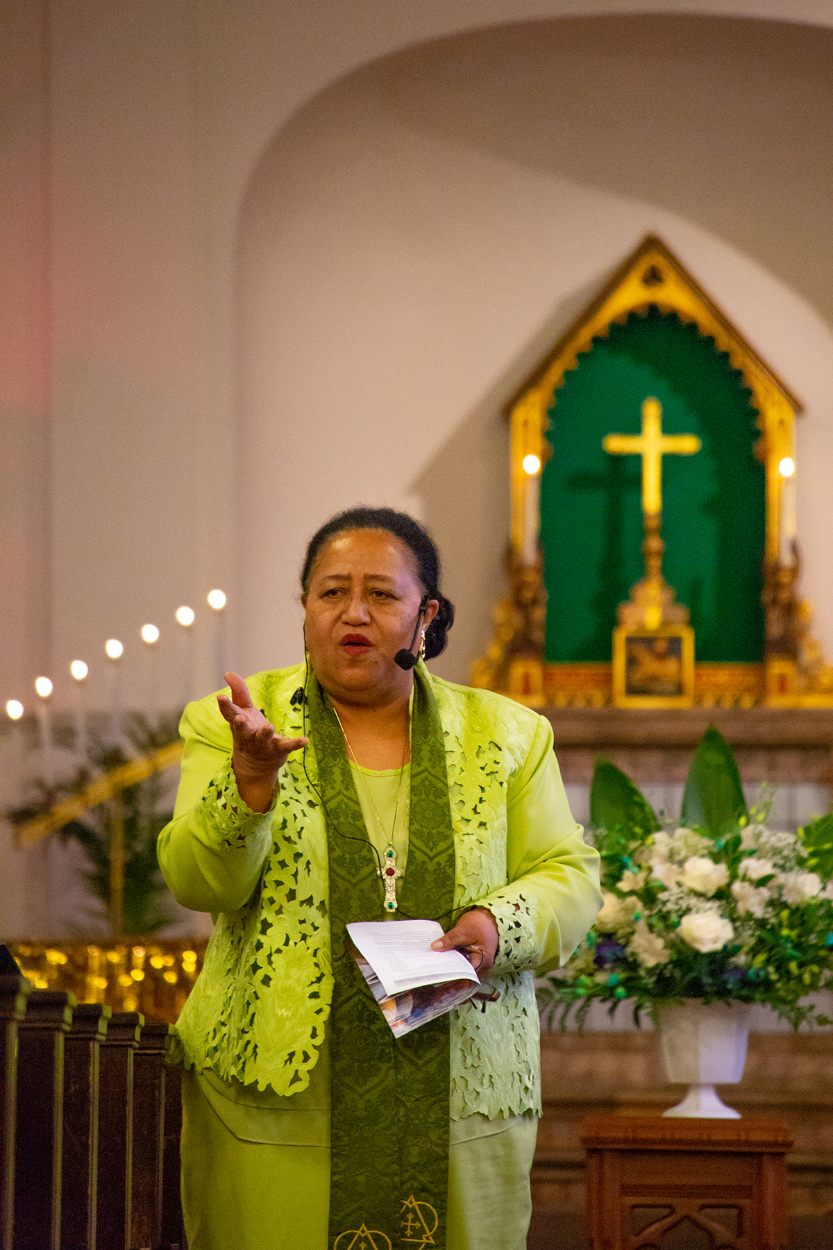 Pastor 'Ofa uepi preaching during worship at St. Luke's UMC in Richmond, CA