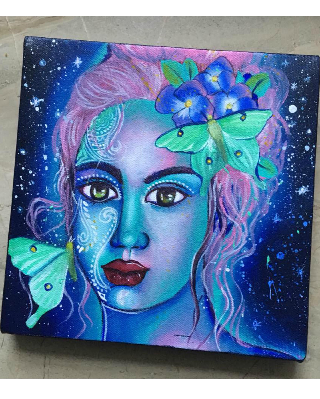 """"""" Moth queen """""""